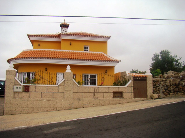 Pretty detached house with panoramic views.Plenty of land behind the property to build a private swi,Spain